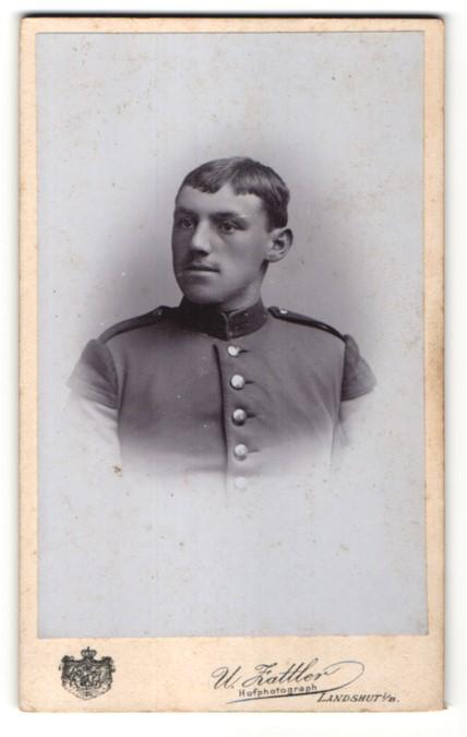 Fotografie W. Zattler, Landshut i/B, Portrait Soldat mit Schwalbennestern