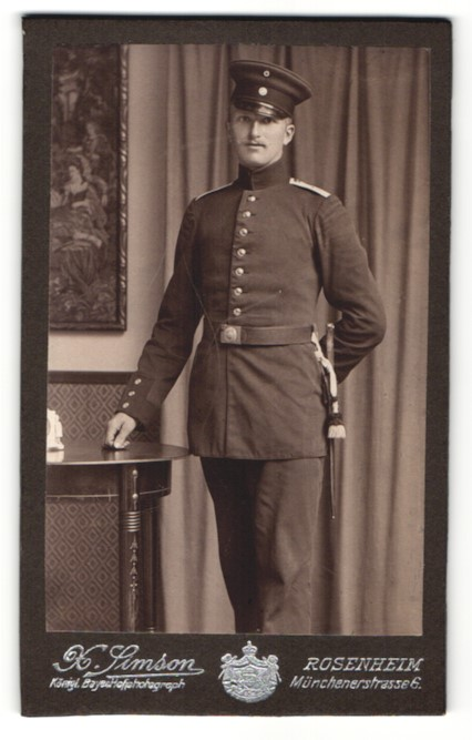 Fotografie X. Simson, Rosenheim, Portrait Soldat in Uniform mit Bajonett