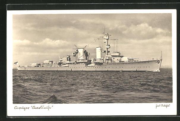 AK Kreuzer Karlsruhe der Kriegsmarine auf hoher See