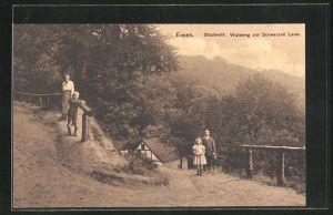 AK Essen, Stadtwald, Waldweg zur Schwarzen Lene mit Familie