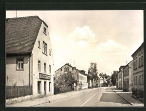 AK Ostrau, Karl-Marx-Strasse mit Geschäft und Wohnhäusern