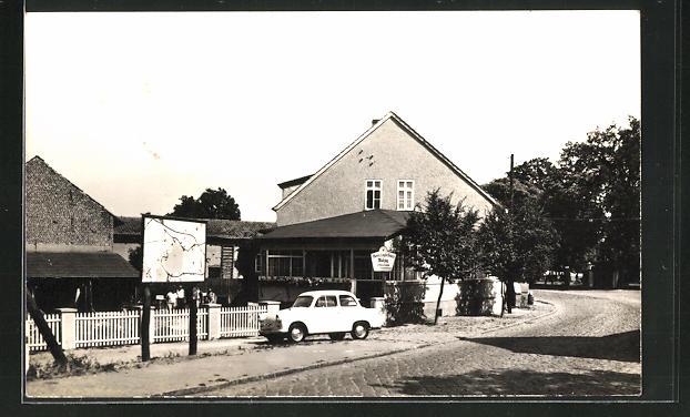 AK Wolzig, Gasthaus am Kanal mit parkendem Auto