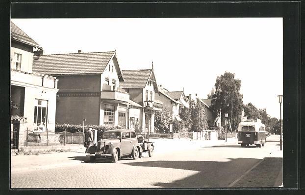 AK Hohen Neuendorf, Auto und Bus in der Leninstrasse