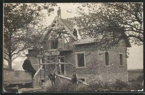 Foto-AK Zimmerleute bei der Errichtung eines Dachstuhles