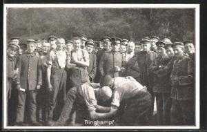AK Soldaten beim Ringkampf hinter der Front