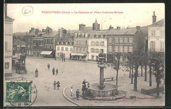 AK Vimoutiers, La Fontaine et Place Cour-aux-Moines