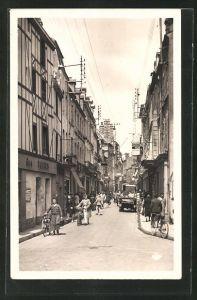 AK Alencon, Leute schlendern durch die Rue aux Sieurs