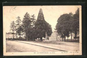 AK La Ferte-Mace, La Gare, Hotel de la Gare