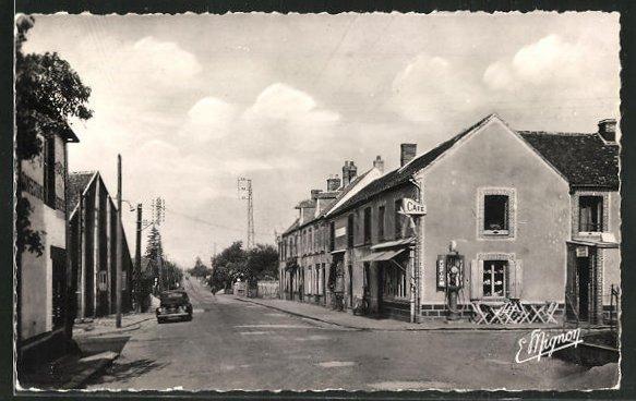 AK Neuilly-sur-Eure, Carrefour de la grande Rue, et de la route de Longny-au-perche