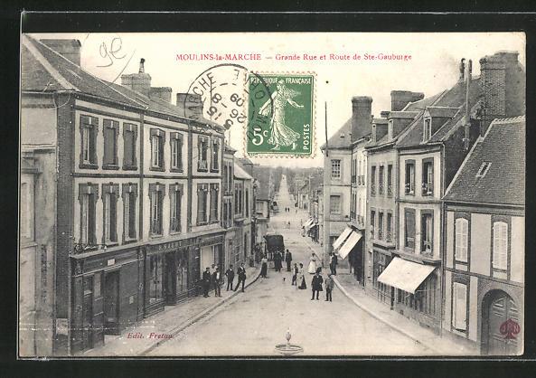 AK Moulins-la-Marche, Grande Rue et Route de St.-Gauburge