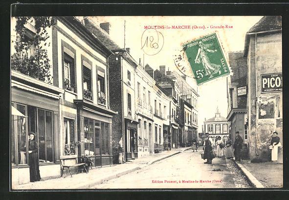 AK Moulins-la-Marche, Grande Rue et maisons