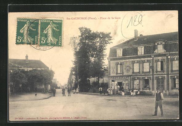 AK St-Gauburge, Place de la Gare et Hotel