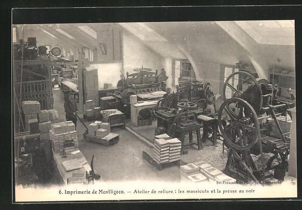 AK Montligeon, Imprimerie, Atelier de reliure, les massicots et la presse au noir