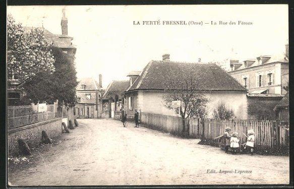AK La Ferte Fresnel, La Rue des Ferons