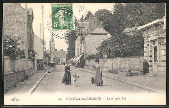 AK Tesse-la-Madeleine, La Grande Rue et vue de la Eglise