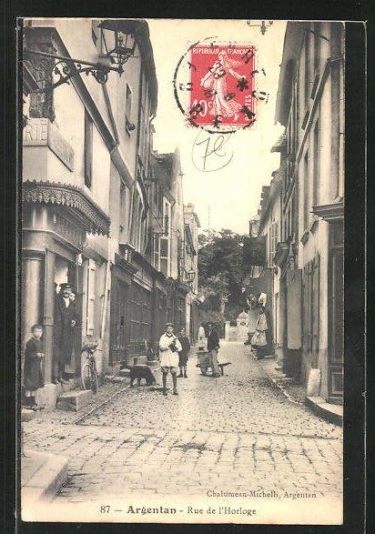 AK Argentan, Rue de L'Horloge, Strassenpartie