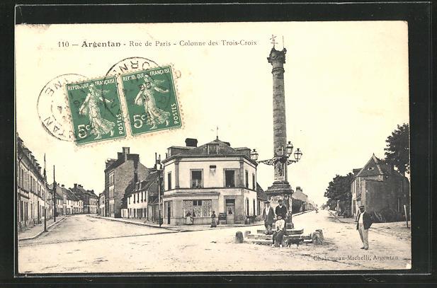AK Argentan, Rue de Paris, Colonne des Trois-Croix