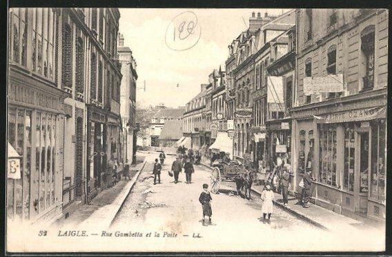 AK Laigle, Rue Gambetta et la Poste, Strassenpartie