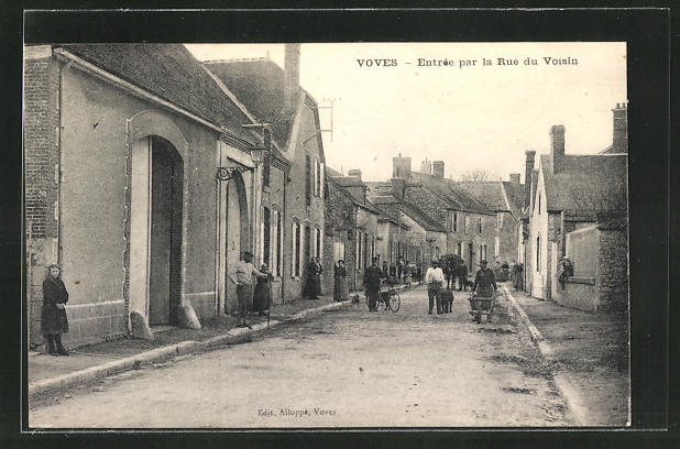 AK Voves, Entree par la Rue du Voisin, Strassenpartie
