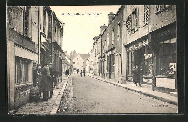 AK Courville, Rue Pannard, Strassenpartie