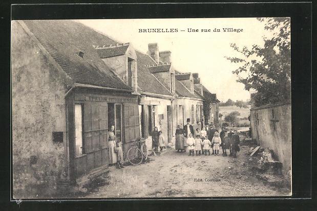 AK Brunelles, Une rue du Village, Strassenpartie