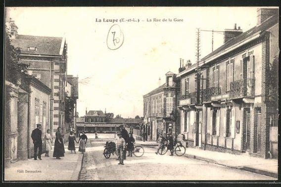 AK La Loupe, La Rue de la Gare