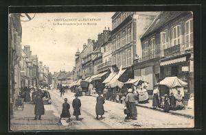 AK Chateauneuf-en-Thymerais, La Rue Grande le jour du Marche