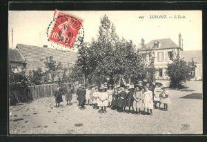 AK Luisant, L'Ecole, Enfants dans la cour
