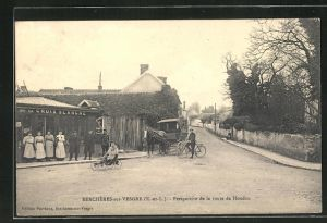 AK Berchères-sur-Vesgre, Perspective de la route de Houdan