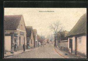 AK Villiers-le-Morhiers, Strassenpartie mit Wohnhäusern und Passanten