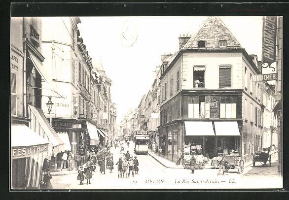 AK Melun, La Rue Saint-Aspais, Partie mit Strassenbahn