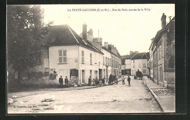 AK La Ferte-Gaucher, Rue de Paris, entree de la Ville