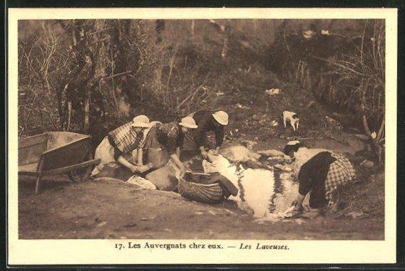 AK Waschfrauen bei der Arbeit an einem Bach