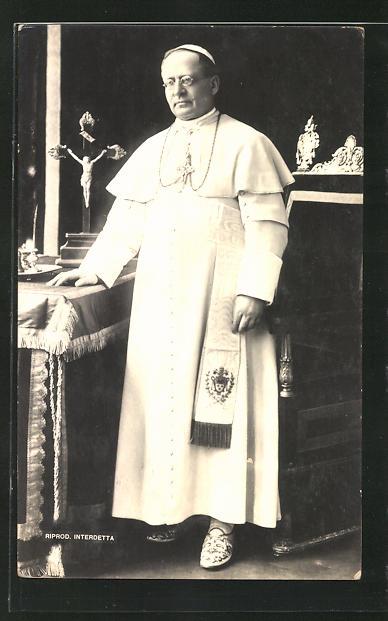 AK Papst Pius XI. an seinem Schreibtisch