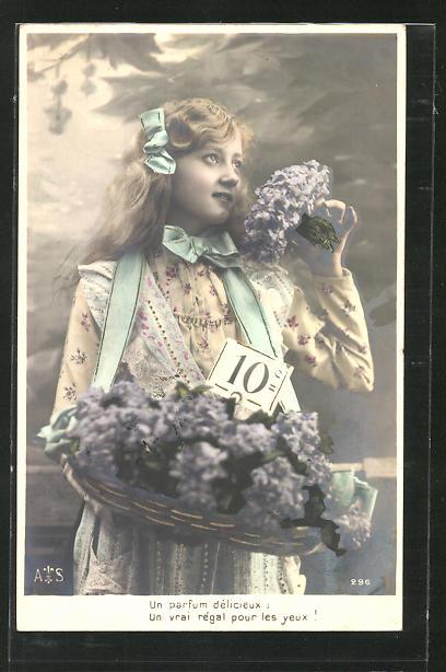 AK Blumenmädchen preist ihre Ware an