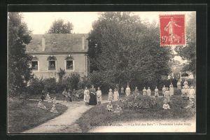 AK Authon-du-Perche, Le Nid des Bois, Kinder in Garten