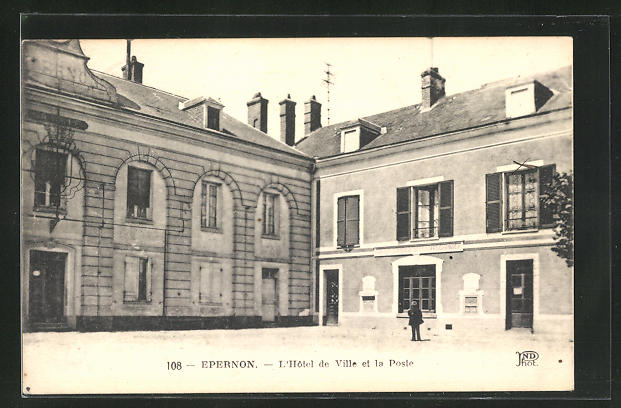 AK Epernon, L`Hotel de Ville et la Poste
