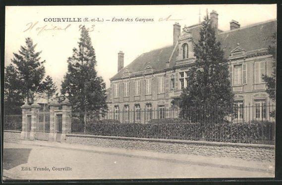 AK Courville, École des Garcons, Blick auf die Knabenschule