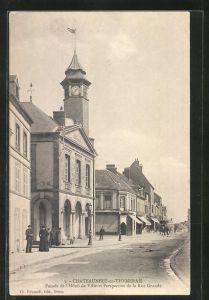 AK Chateauneuf-en-Thymerais, Facade de l` Hotel de Ville et Perspective de la Rue Grande