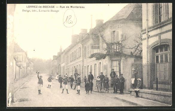 AK Lorrez-le-Bocage, Rue de Montereau, Strassenpartie