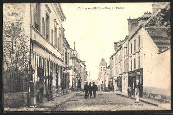 AK Rozoy-en-Brie, Rue de Paris, Strassenpartie