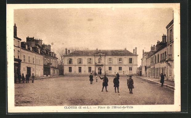 AK Cloyes, Place de l`Hotel-de-Ville 0