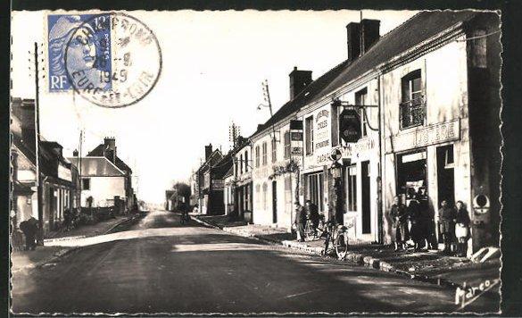 AK Champrond, La rue principale et le tabac