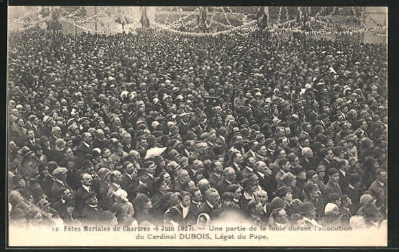 AK Chartres, Fetes Mariales de Chartres 6 juin 1927, une partie de la foule durant l`allocution du Cardinal Dubois 0