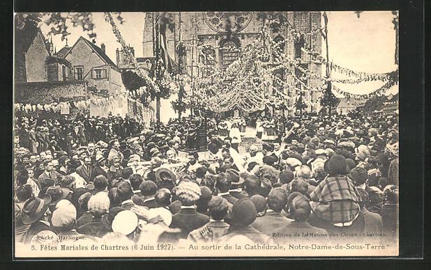 AK Chartres, Fetes Mariales de Chartres 6 Juin 1927, au sortier de la Catherdrale, Notre-Dame-de-Sous-Terre 0