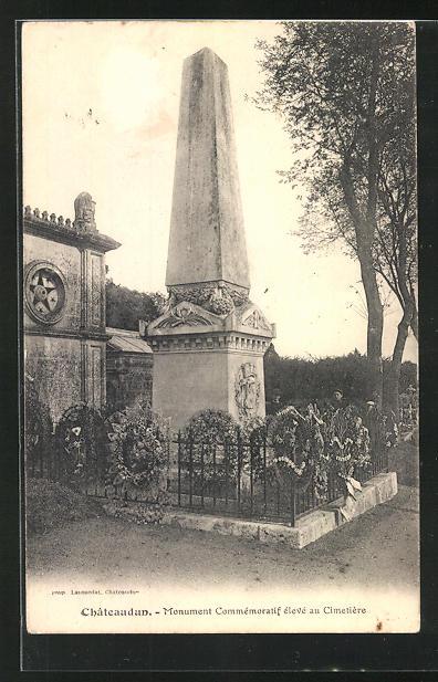 AK Chateaudun, Monument Commémoratif élevé au Cimetière 0
