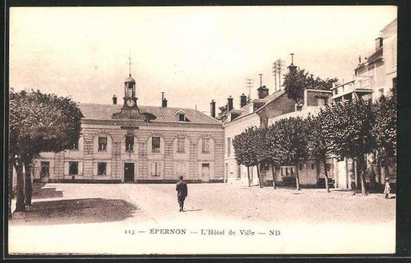 AK Epernon, L`Hotel de Ville 0