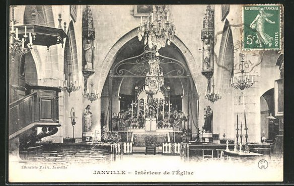 AK Janville, Blick in das Innere der Kirche zum Altar 0