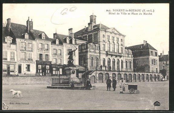 AK Nogent-le-Rotrou, Hotel de Ville et Place du Marche 0