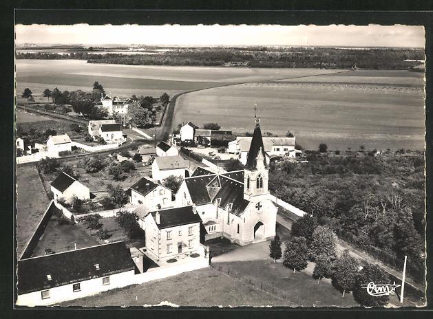 AK Orgeres-en-Beauce, L`Eglise et l`Hopital, vue aerienne